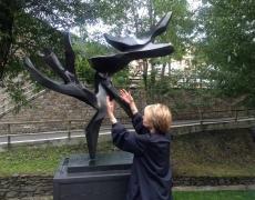 Hedva Ser, artiste de l'UNESCO pour la Paix depuis 2011. Actu : Implantation d'un Arbre de la Paix à Berlin.